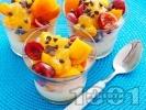 Рецепта Плодова салата с кисело мляко и мед